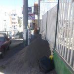 Municipalidad retira montículos de arena que eran comercializadas en vía pública