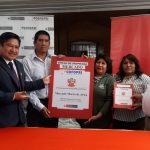 José Supo junto a COFOPRI,  entregan oficialmente título de propiedad al mercado Morro de Arica de Paucarpata