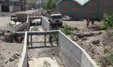 """Municipalidad de Paucarpata viene culminando """"Mejoramiento del Muro de Contención de la Torrentera N° 4"""