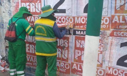 Limpieza total en Paucarpata de Propagandas Políticas situadas de forma prohibida en nuestras calles