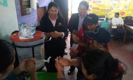Capacitación de correcto lavado de manos a comedores del distrito