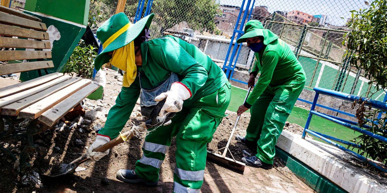 Continuan el trabajo de limpieza de parques y jardines