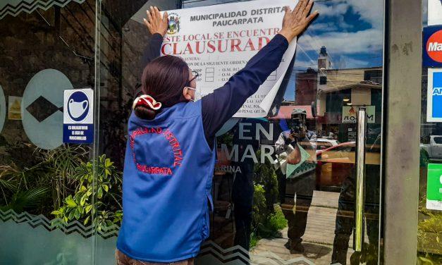 LOCALES INFORMALES SON CLAUSURADOS POR SEGURIDAD DE TODAS LAS FAMILIAS DEL DISTRITO  LA MUNICIPALIDAD DE PAUCARPATA CLUSURA LOCALES QUE NO CONTABAN CON LICENCIA DE FUNCIONAMIENTO NI CERTIFICADO DE DEFENSA CIVIL