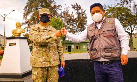 ALCALDE DE PAUCARPATA SE REUNIÓ CON EL NUEVO COMANDANTE GENERAL DE LA BRIGADA DE SERVICIOS 113 DEL EJÉRCITO PERUANO PARA GARANTIZAR COMO HASTA HOY, EL APOYO DE LA INSTITUCIÓN EN EL DISTRITO DE LOS ANDENES FLORIDOS.