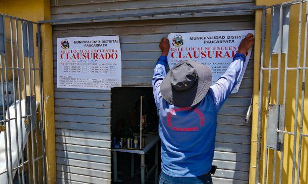 POR LA SEGURIDAD DE LOS VECINOS CLAUSURAN LOCALES INFORMALES CON ESTRUCTURAS METÁLICAS QUE INVADEN LA VÍA PÚBLICA  LA MUNICIPALIDAD DE PAUCARPATA CLAUSURÓ LOCALES QUE NO RETIRAN ESTRUCTURAS PUBLICITARIAS METÁLICAS E INFORMALES