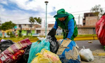 FAMILIAS FELICES POR UN DISTRITO MÁS LIMPIO, SEGURO Y ORDENADO  LA MUNICIPALIDAD DE PAUCARPATA LLEVA LOS RESIDUOS SÓLIDOS A QUEBRADA HONDA